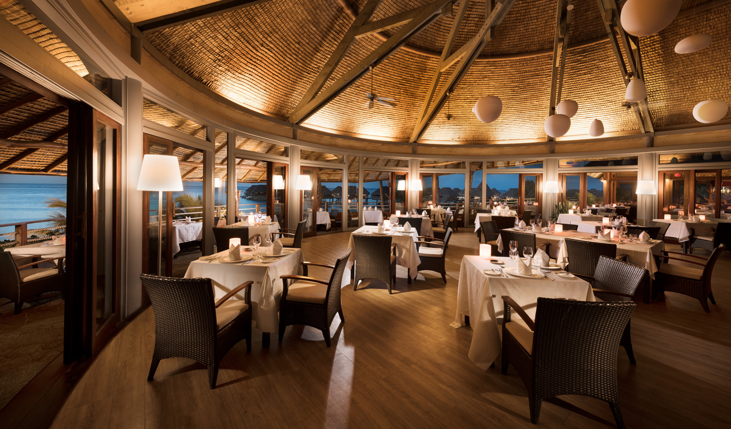 Fresh seafood and Polynesian cuisine at Arii Vahine Restaurant