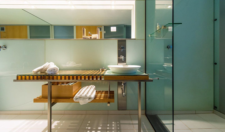 The luxurious spa bathroom. Image © Henry Jones Art Hotel