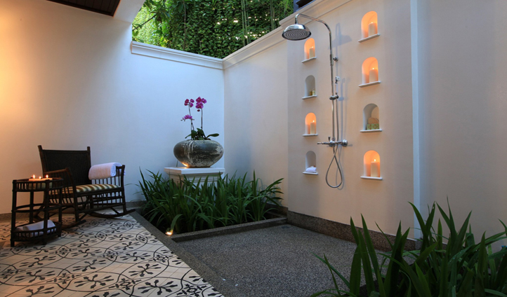 Outdoor showers - our favourite.
