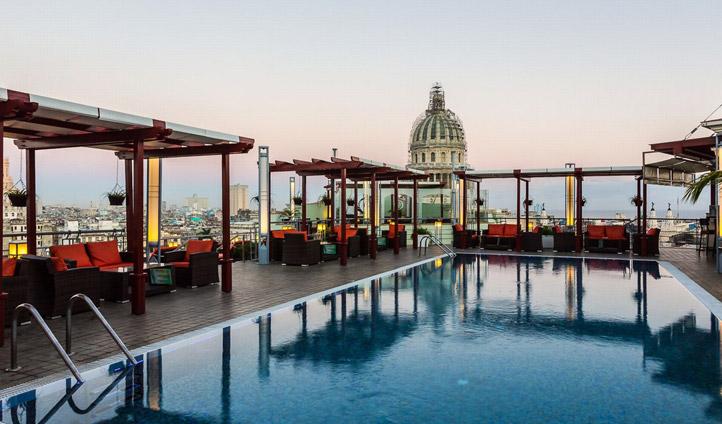 Saratoga Hotel rooftop pool