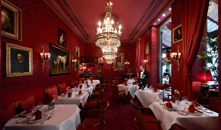 The red damask dining room of Restaurant Rote Bar