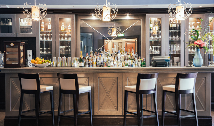 Head to the Montagu Bar & Champagne Lounge for delicious cocktails