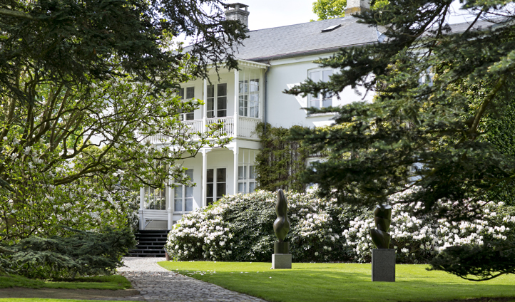 The country house that houses the Louisiana Museum of Modern Art