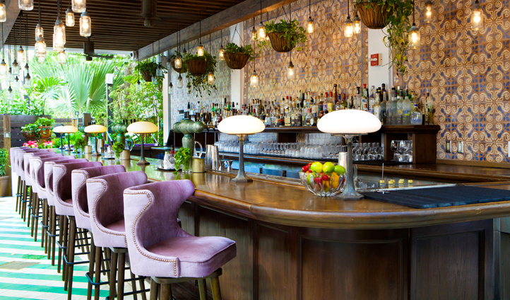 Sip heritage cocktails at Cecconi's Bar