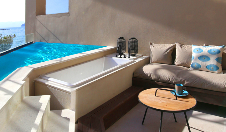 Forget outdoor showers - it's all about outdoor bathtubs here