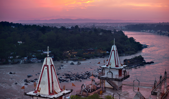 Journey to Rishikesh and attend an Aarti at dusk