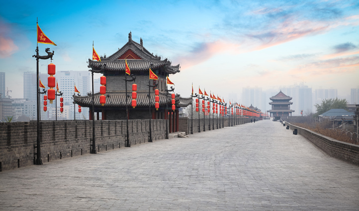 Cycle along the ancient city wall of Xi'an for a fascinating new perspective