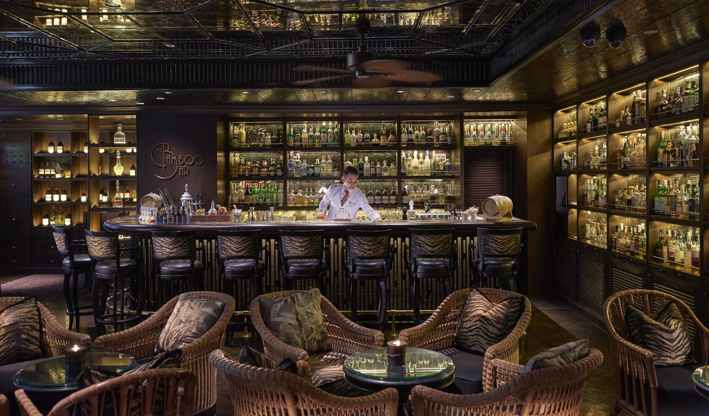 Enjoy an aperitif in the Bamboo Bar