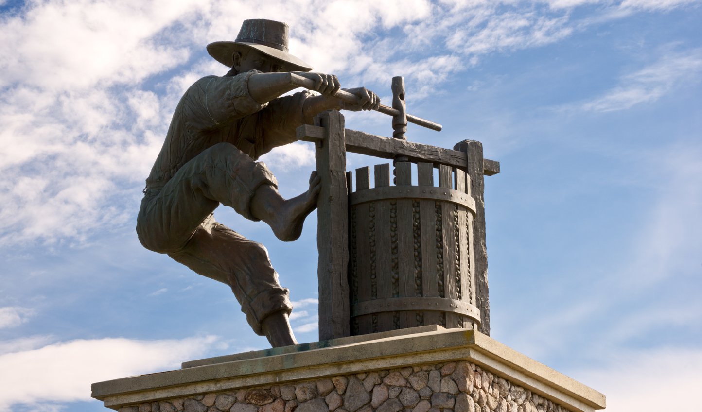 Winemaker-Statue-Napa_16190
