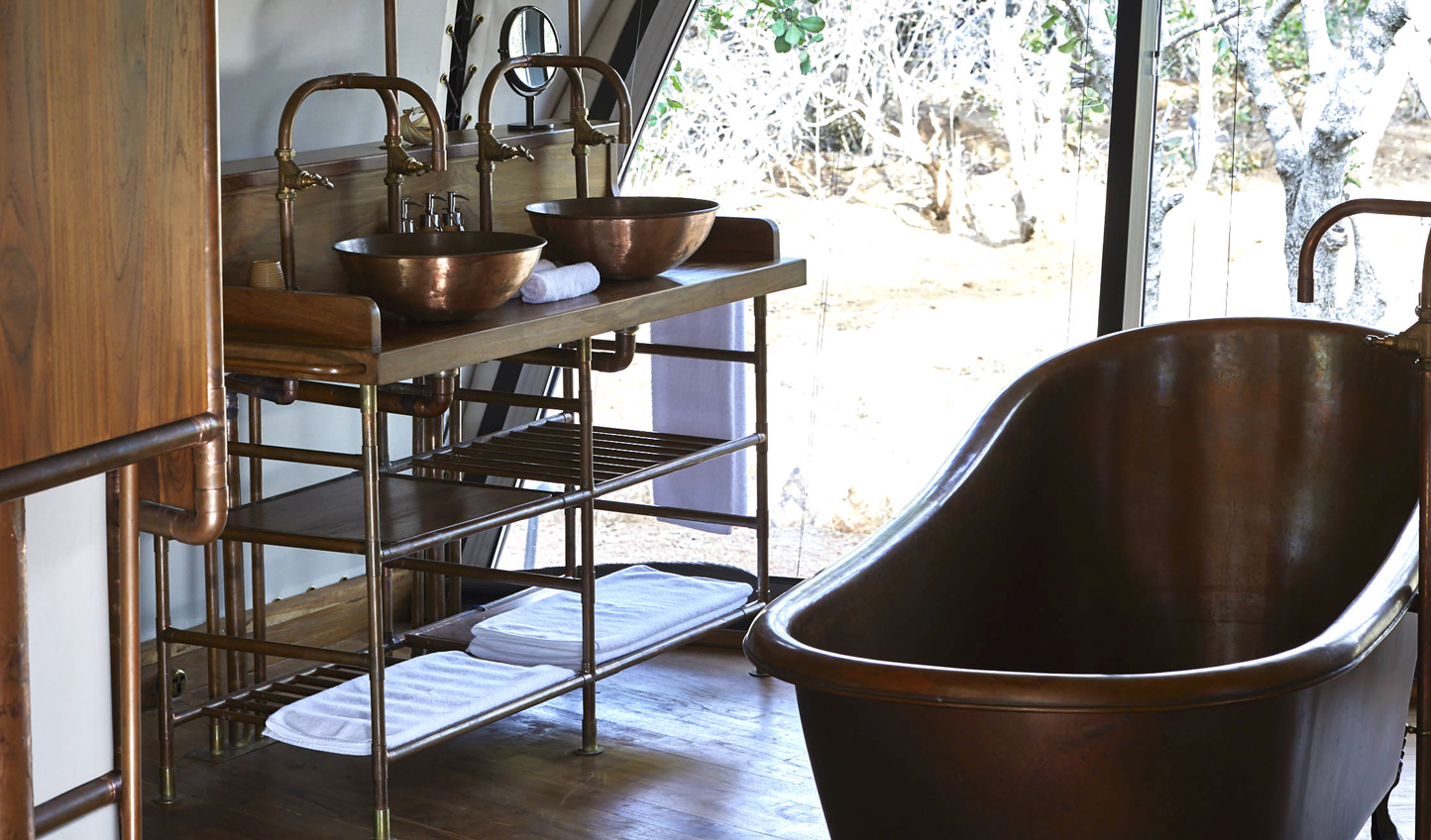 Copper tubs revive a sense of colonial splendour