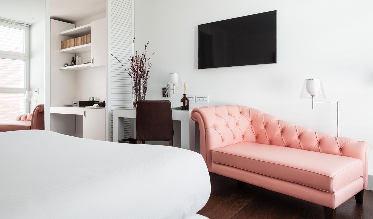 Minimalist suites with splashes of colour