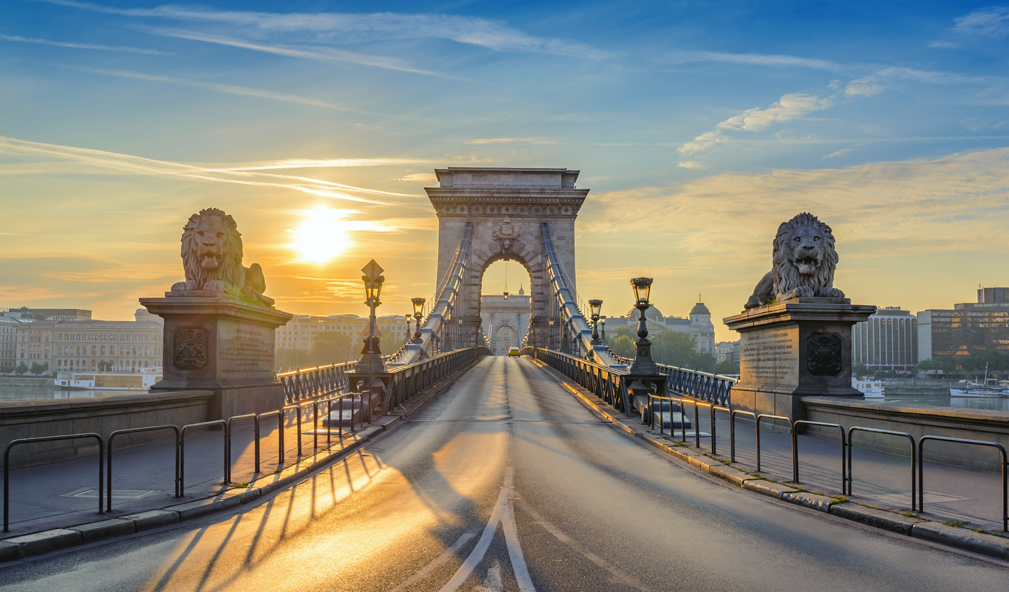 Stroll across the Chain Bridge