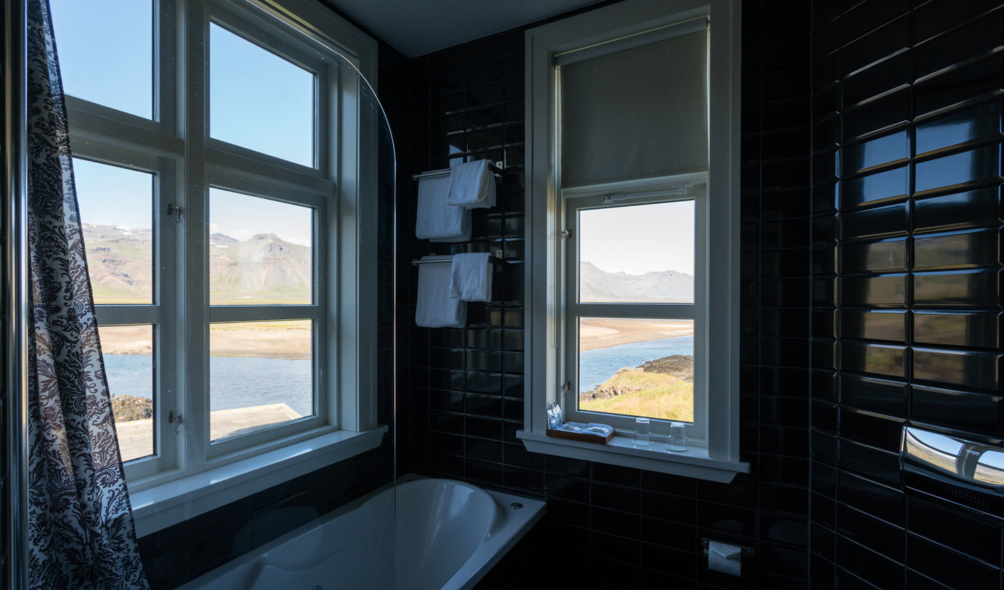 From your bedroom to your bathroom, enjoy spectacular scenic views