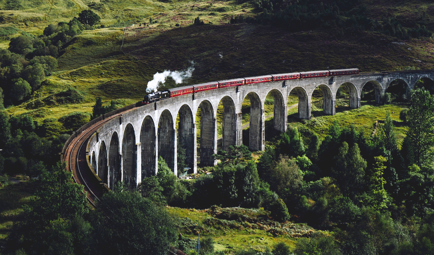 Train-over-Glenfinnan-Viadu