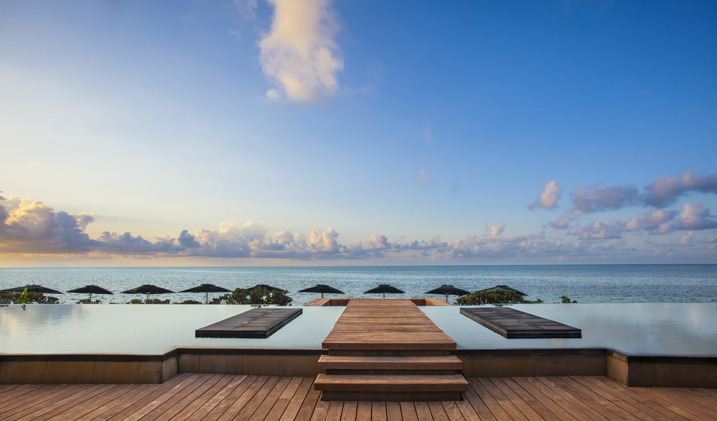 Unbeatable infinity pool views