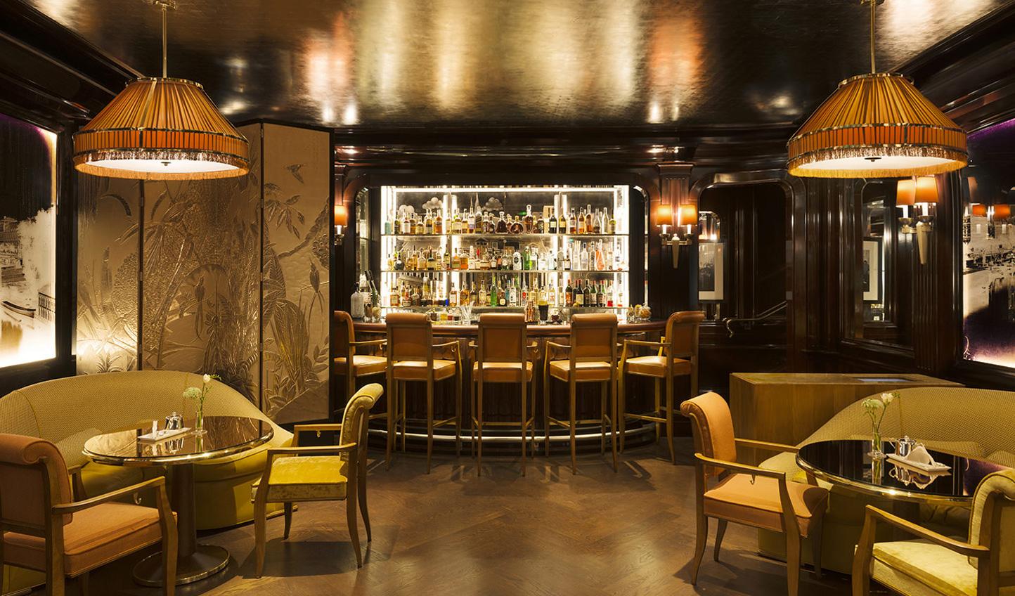 The chic Ritz bar