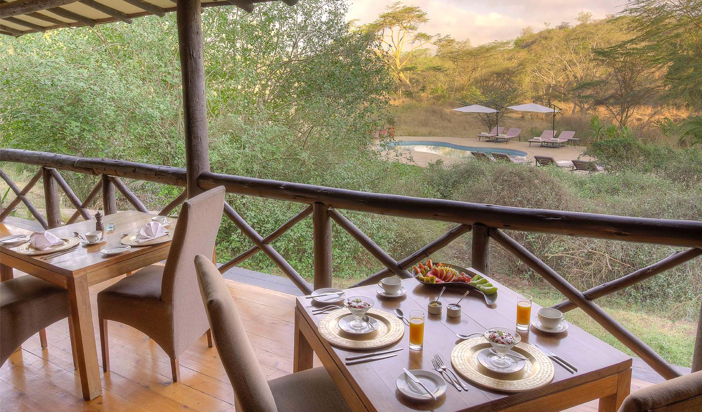 Breakfast outdoors in the Kenyan heat