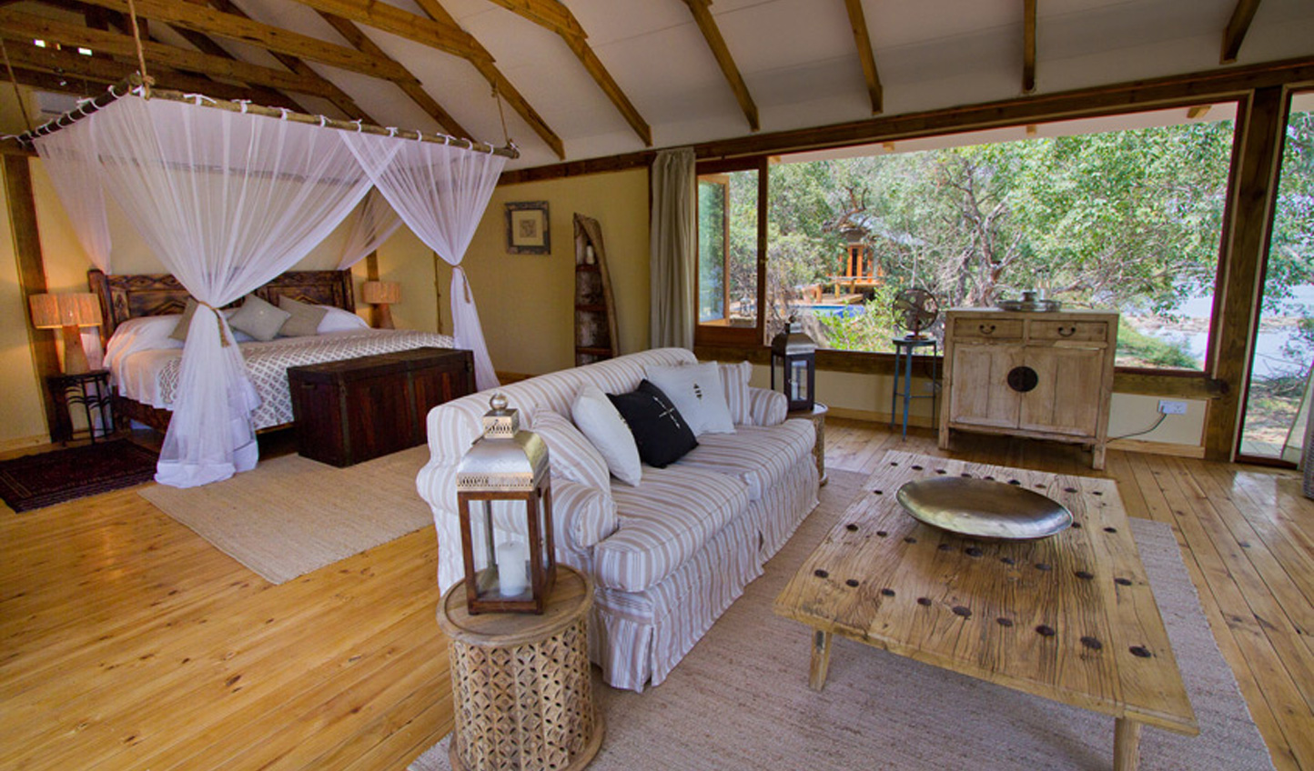 Luxurious rooms right on the edge of the Zambezi River