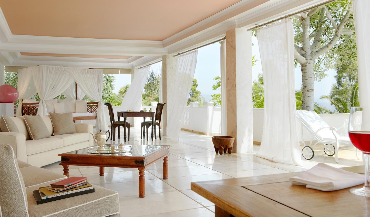 Feel the summer breeze on the terrace of the Mandarin Villa
