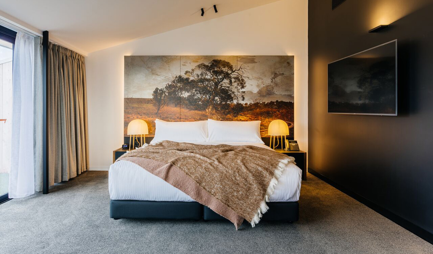 The Tasmanian artwork in the rooms at MACq 01 tells the perfect story; one of luxury and tradition
