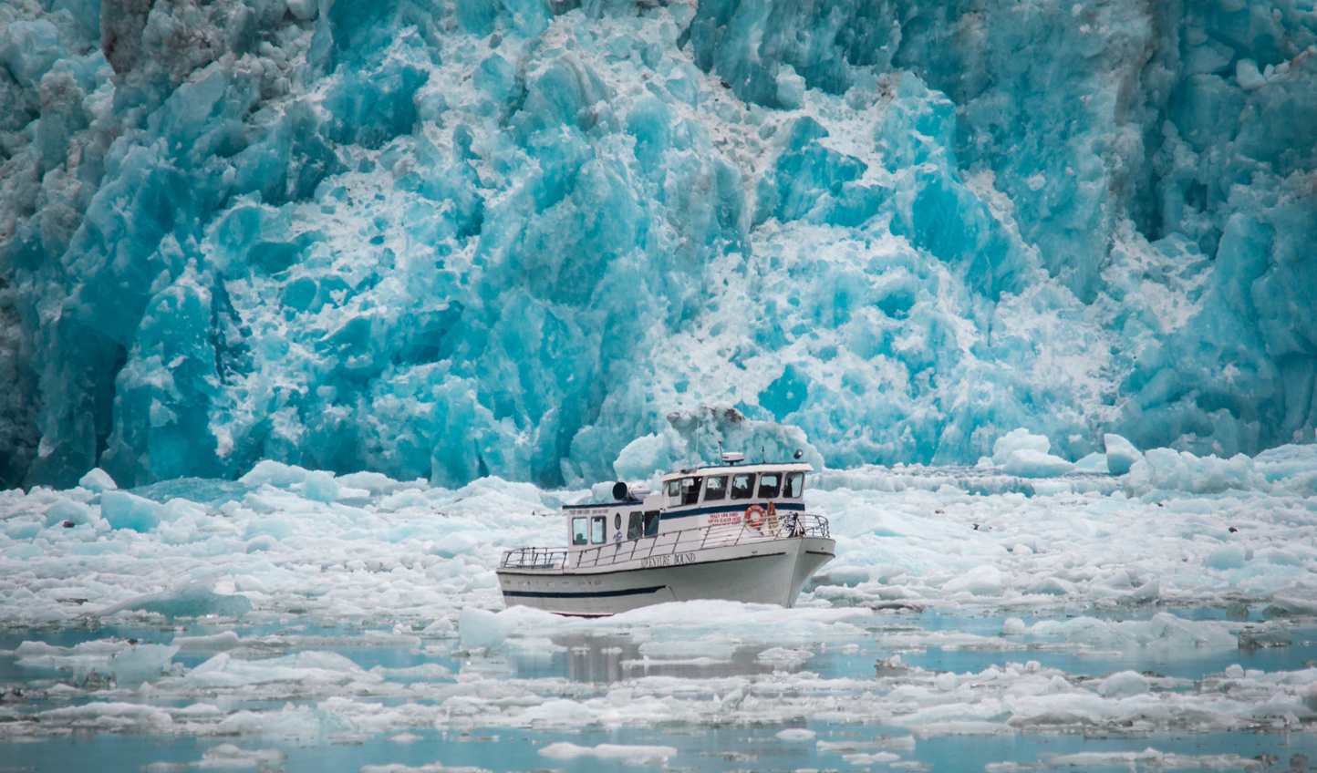 Dine on-board your boat while enjoying Eqi Glacier