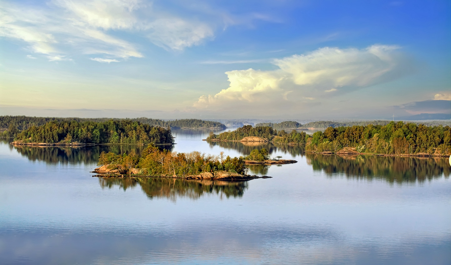 Drift among the jewl-like isles of the Stockholm Archipelago