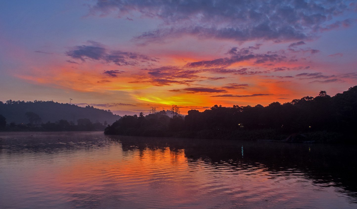 Relish in vibrant sunsets of Borneo