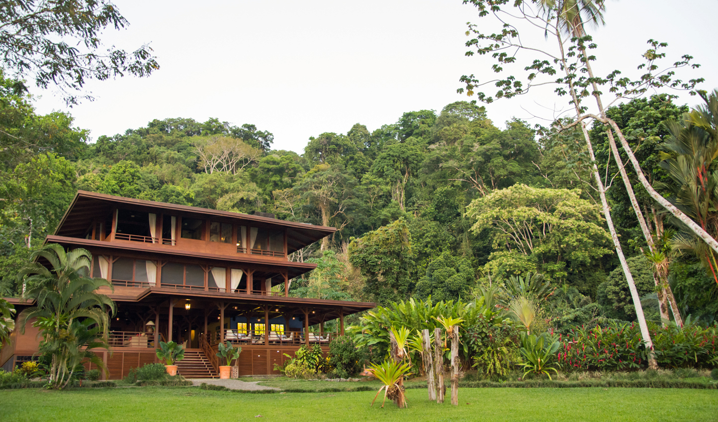 The structure of the lodge mimics it's natural surroundings