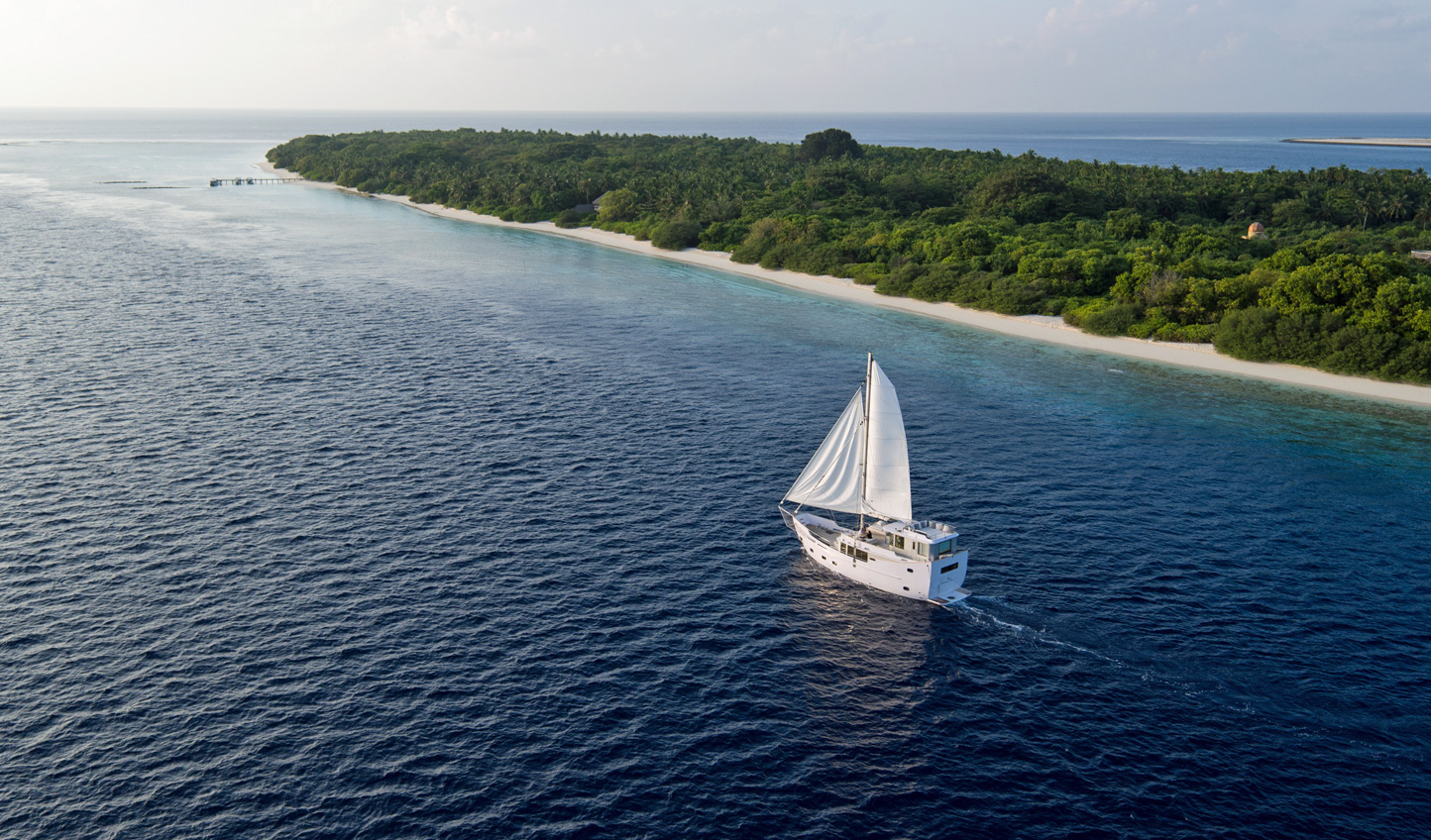 Sail between the atolls