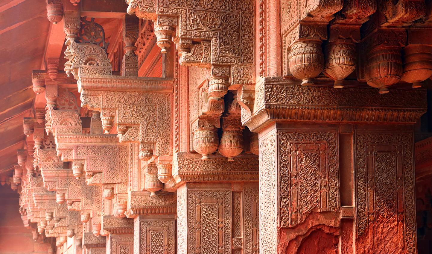 Discover the intricacies of Agra's history