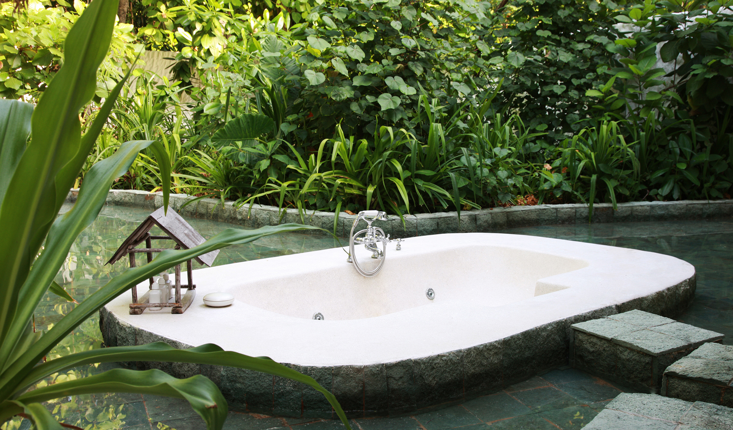 Surround yourself with an unspoilt paradise in your outdoor bathroom