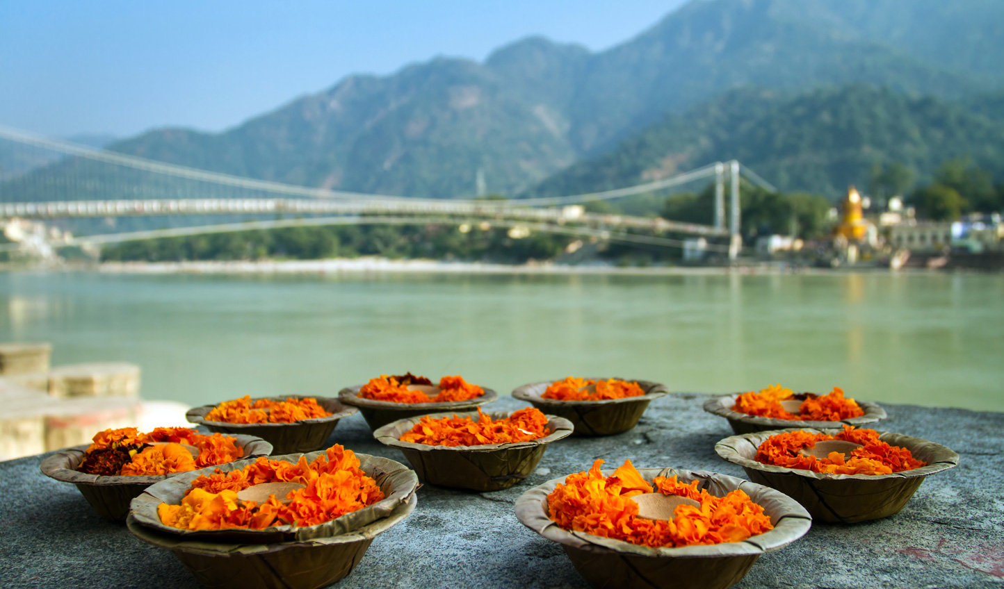 Join local worshippers down at Rishikesh for Aarti
