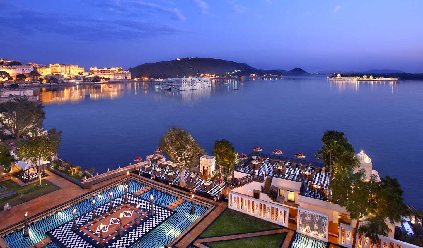 Dine beneath the stars and by the flicker of candlelight at Sheesh Mahal