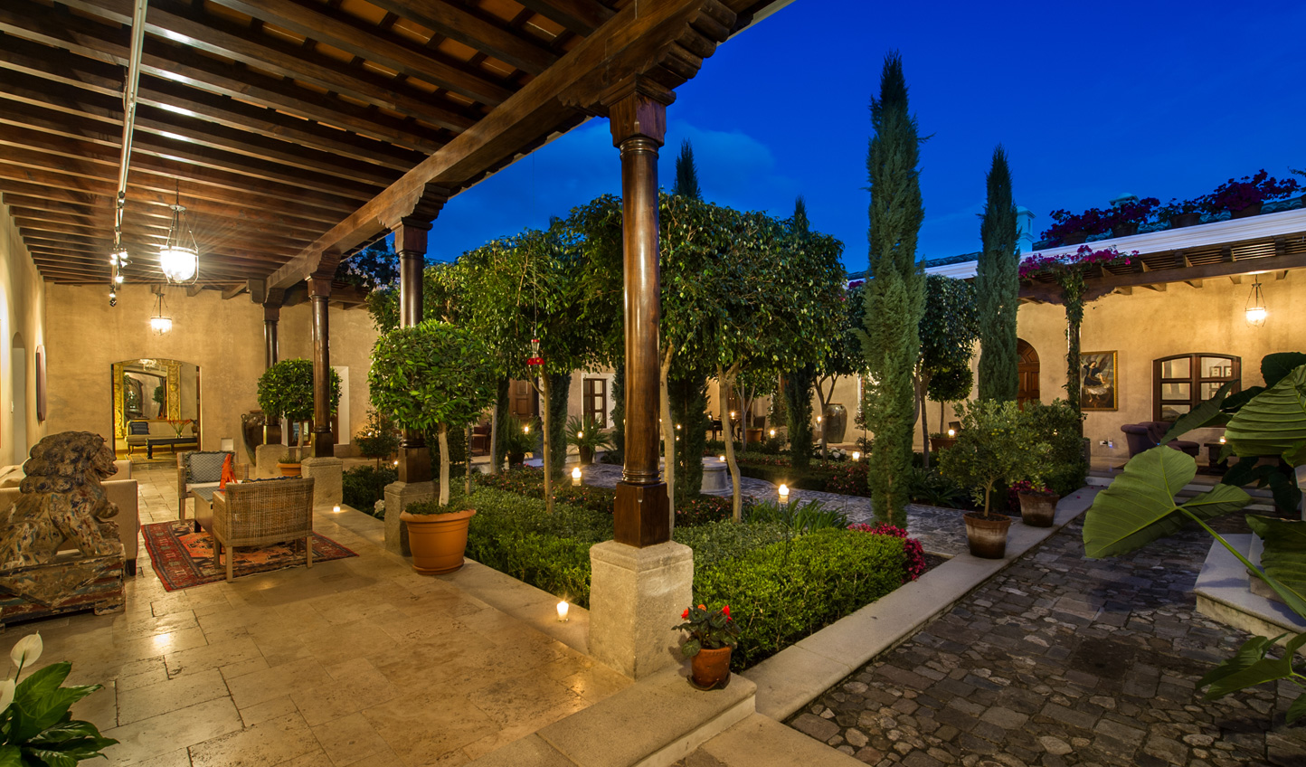 Spend your evenings relaxing in the intimacy of the courtyard