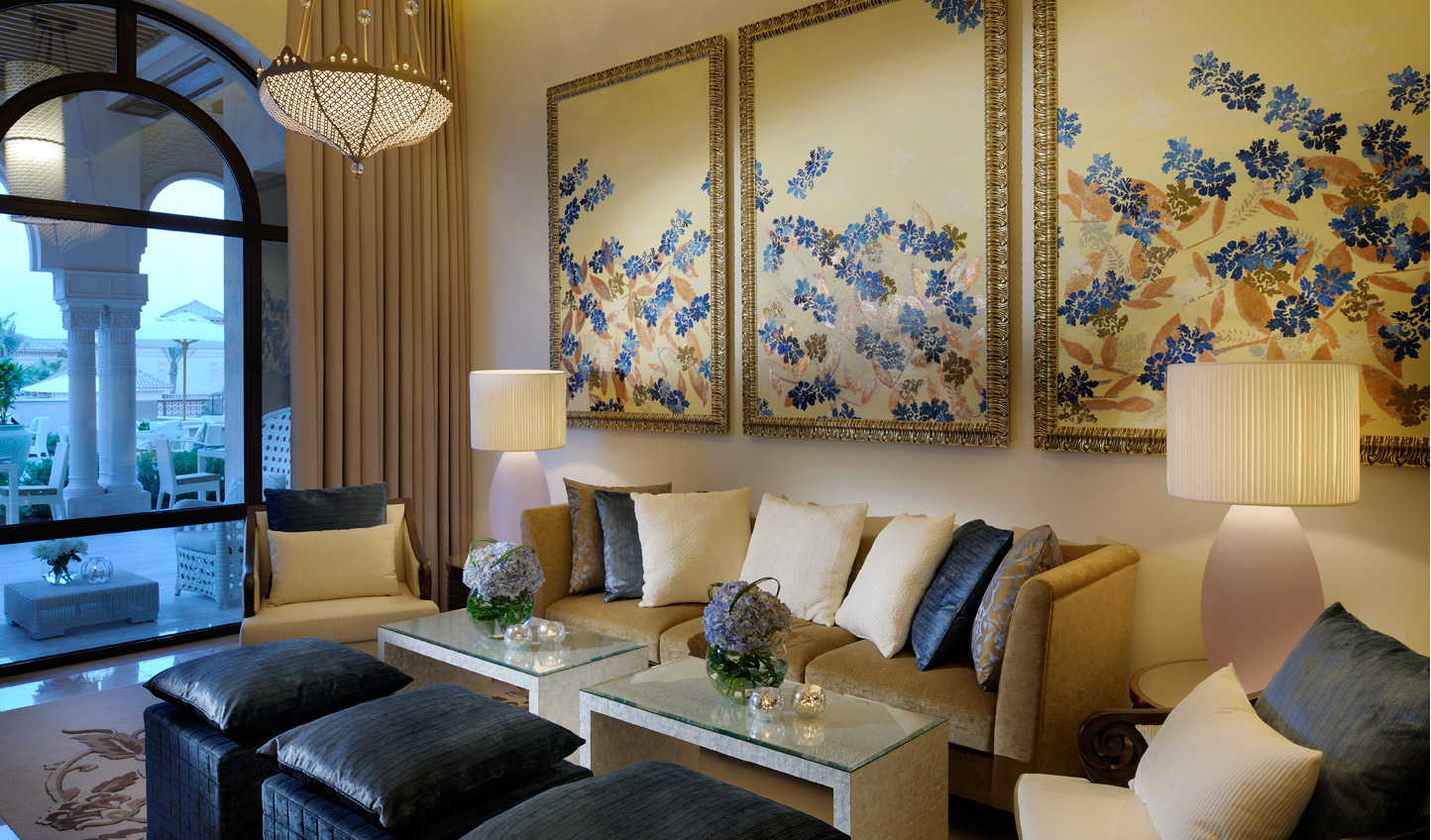 Relax in style and indulge in plush furnishings in one of the many lounges at One&Only The Palm