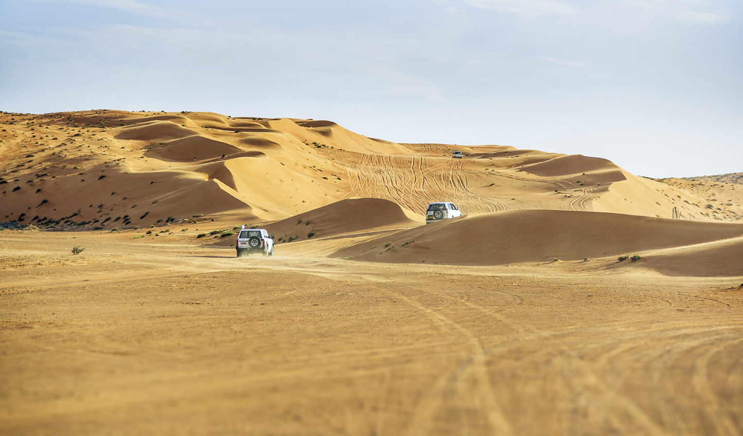 Off-road adventure through the dunes of Wahiba Sands