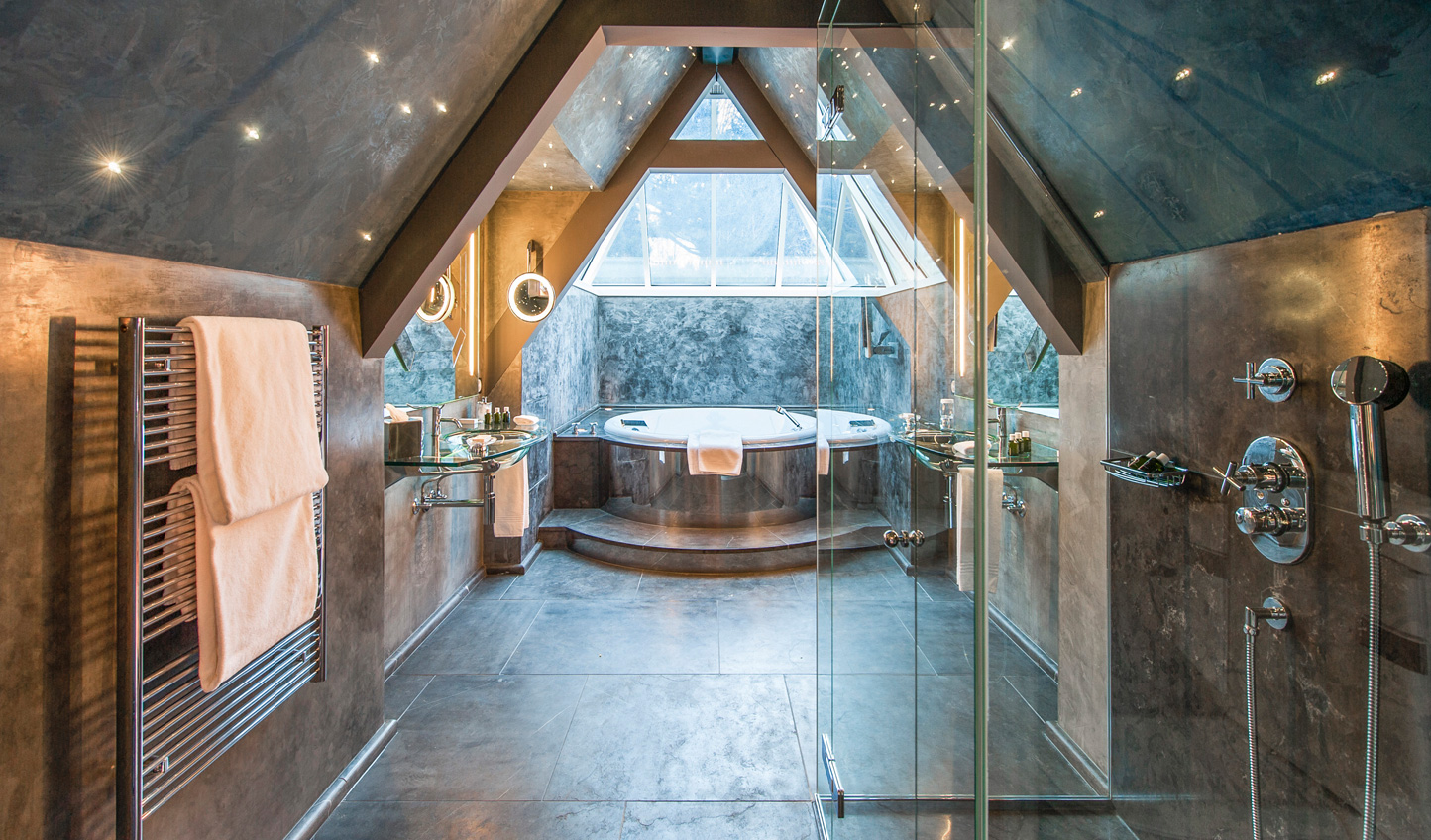 Sink into a hot bath as you gaze up at the stars above in the glass-roofed jacuzzi bath of Suite Etoile