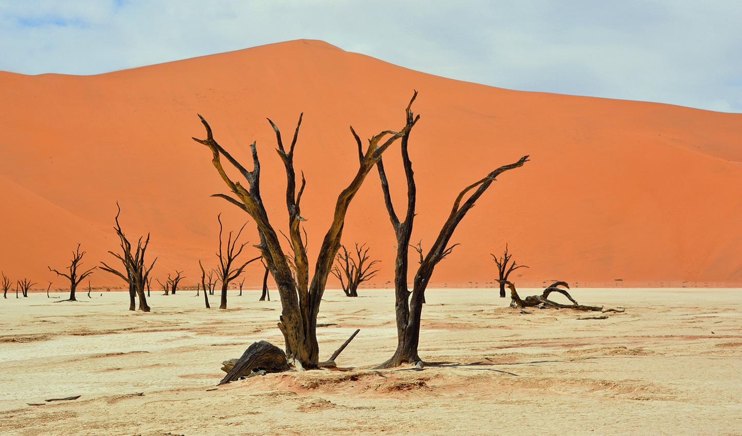 Stoll across the dunes to Deadvlei