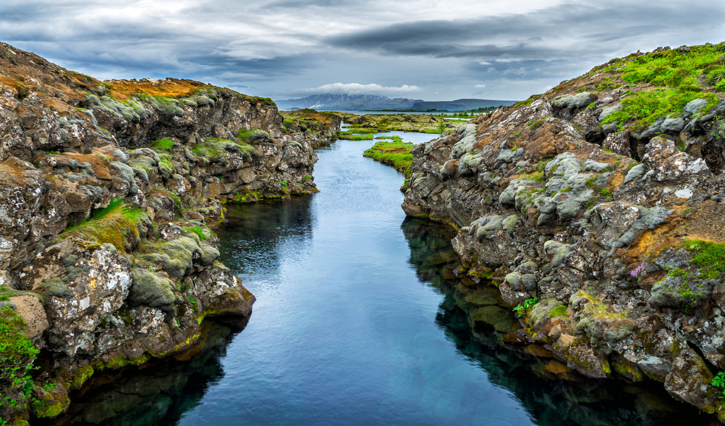 Dive into the rift between the American and Eurasian tectonic plates