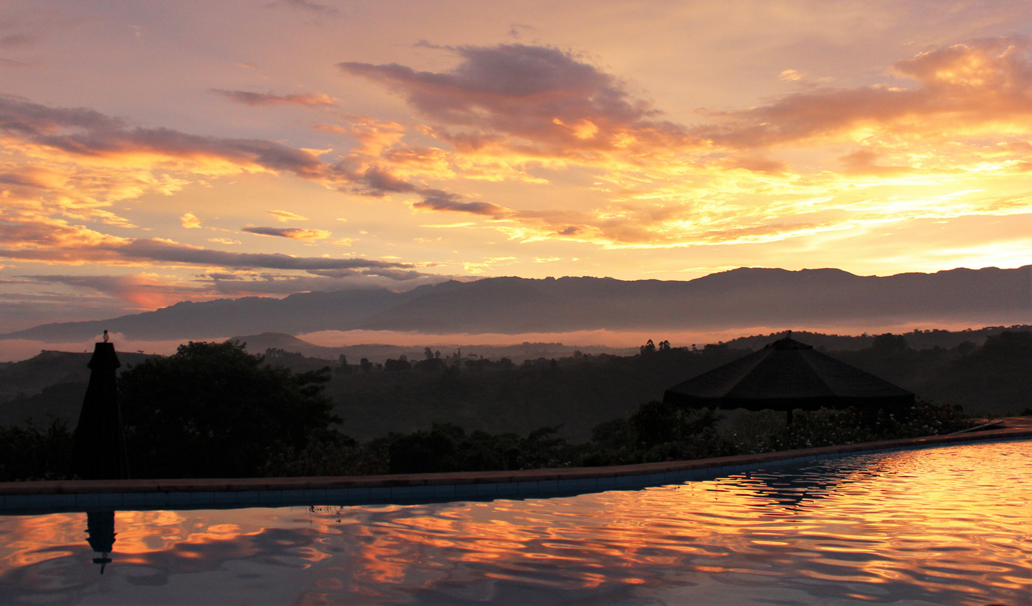 Watch the sun dip down over the never-ending landscapes from the comfort of the infinity pool