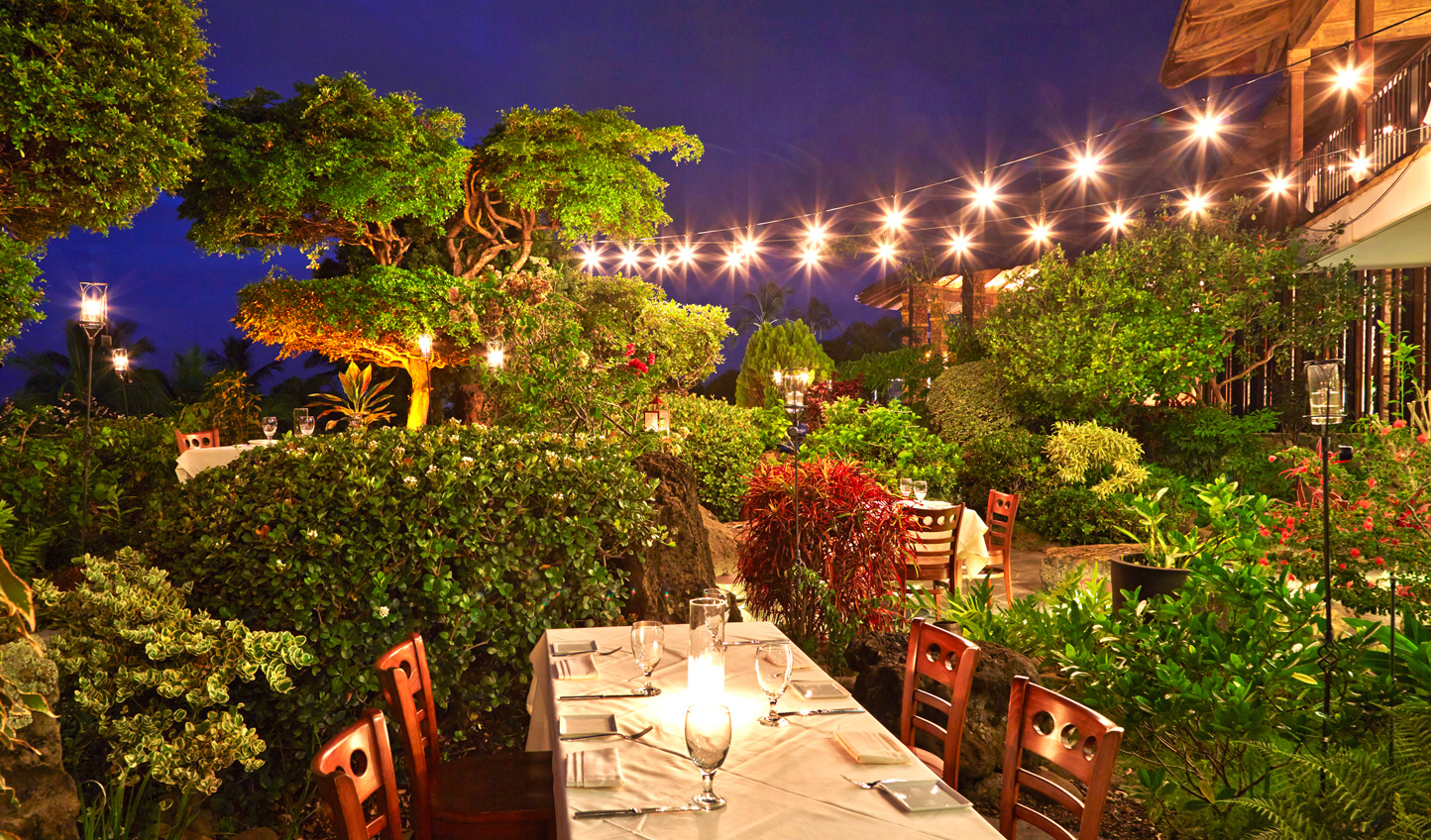 Dine out in the tropical gardens of Hotel Wailea