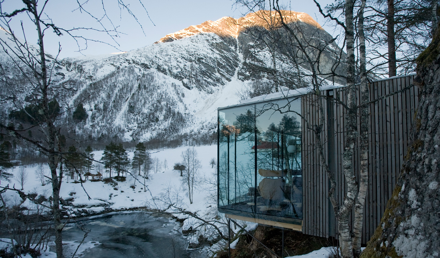 Soak in Norwegian nature from your glass-fronted suite at Juvet ©MG