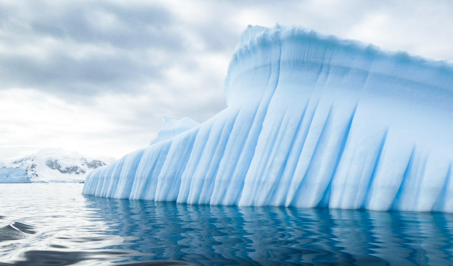 Drift between towering icebergs