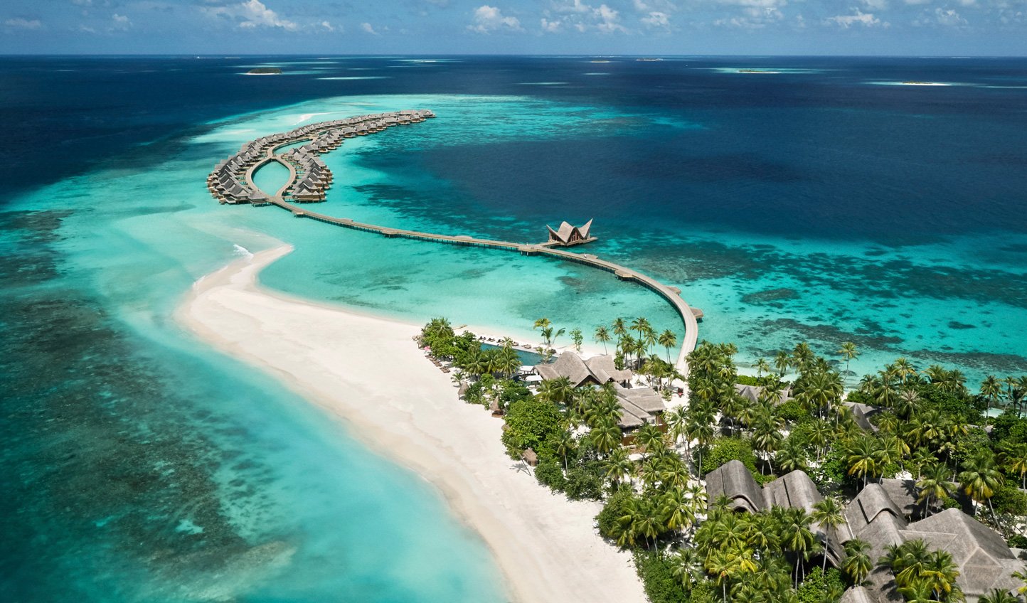 Dive into the vibrant reef surrounding the island of Muravandhoo