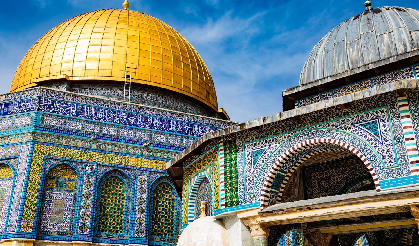 Start each day bright and early to discover the captivating stories of Israel