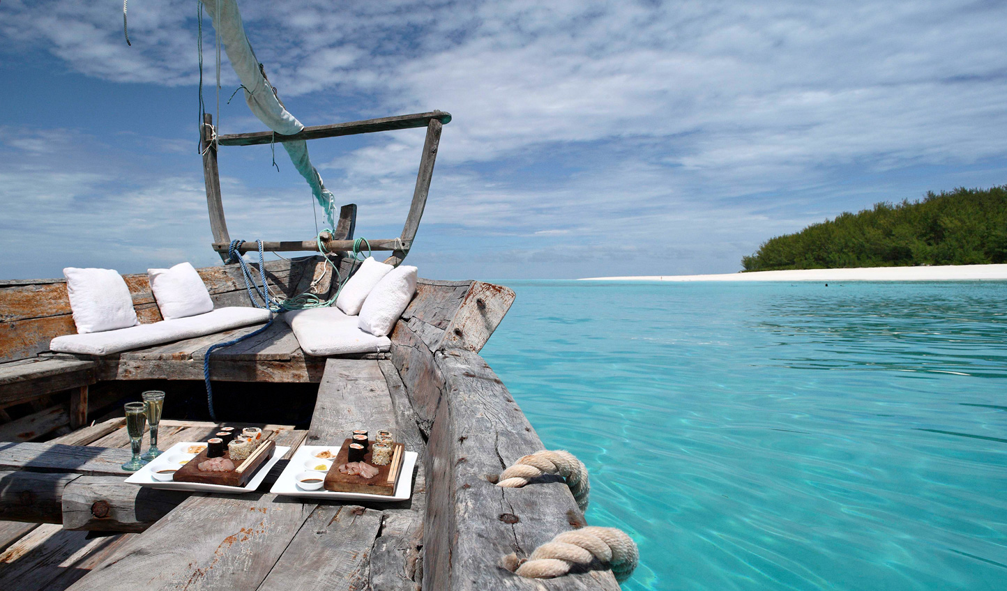 Private sailing charters with a picnic along the crystal-clear waters of the Indian Ocean