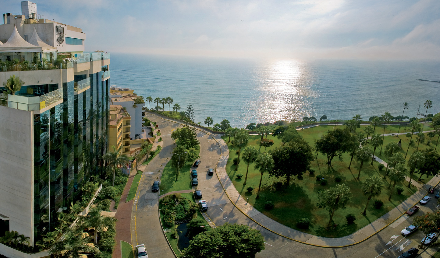 Explore Lima from its most exclusive neighbourhood