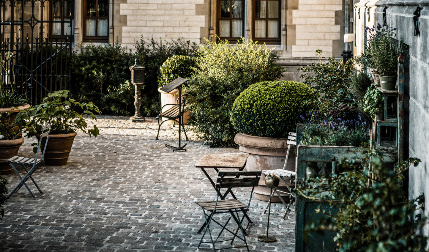Wander past the cobblestone courtyard and through the doors of this old-world, postcard-perfect hotel